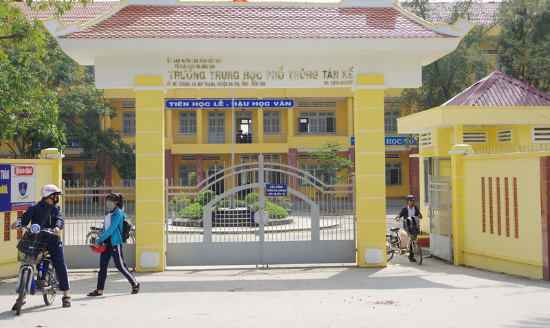 Các trường THPT trong tỉnh đã và đang triển khai thực hiện thu học phí bằng phương thức thanh toán không dùng tiền mặt. Ảnh PV