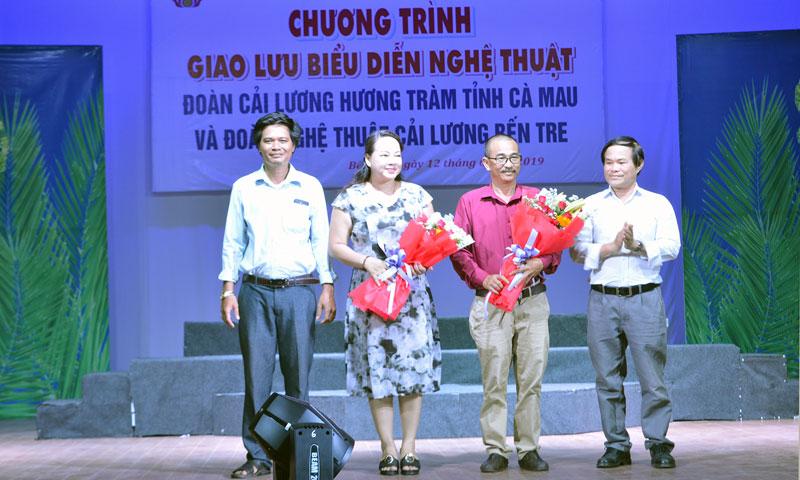 Đoàn Cải lương Hương Tràm trong một lần đến giao lưu với Bến Tre trong năm 2019.