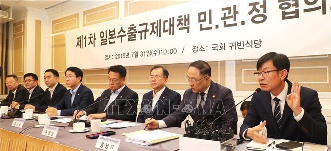 Phiên họp của đảng cầm quyền Hàn Quốc về việc Nhật Bản hạn chế xuất khẩu tại Seoul ngày 31-7-2019. Ảnh: YONHAP/TTXVN