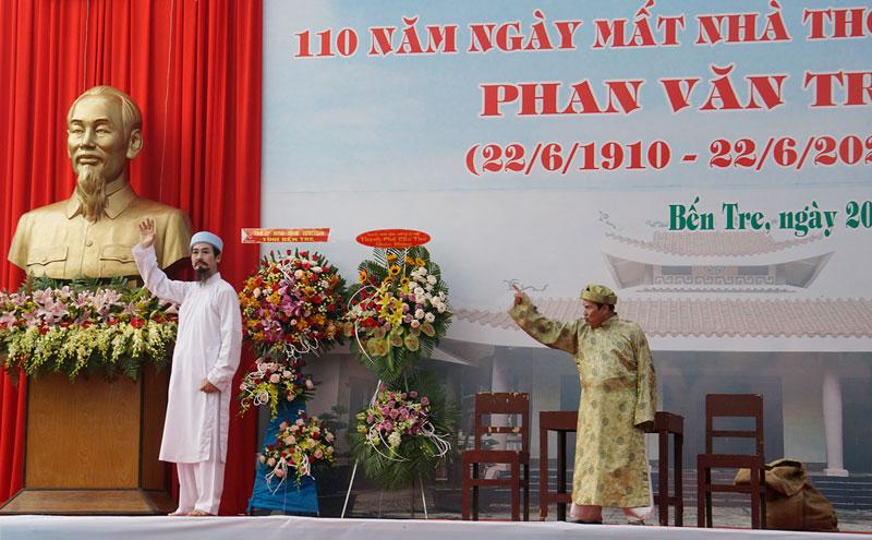 Đoàn Nghệ thuật Cải lương Bến Tre biểu diễn tiểu phẩm ca ngợi cuộc đời và sự nghiệp thơ văn của Cụ Phan Văn Trị.