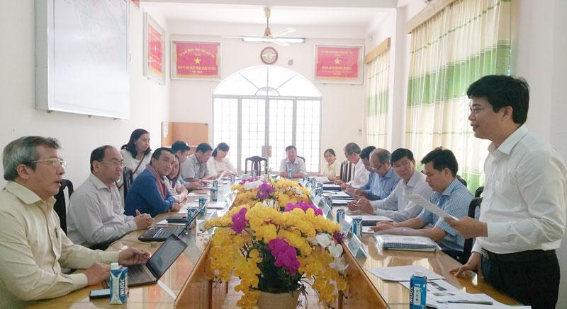 Giám đốc Sở Khoa học và Công nghệ Lâm Văn Tân đánh giá kết luận nghiệm thu đề tài.
