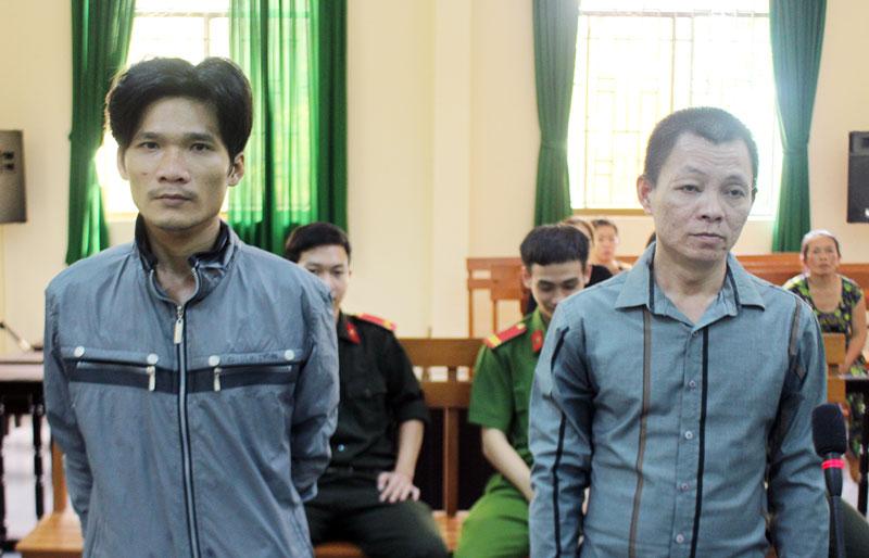 Bị Huy (phải) và bị cáo Tâm tại phiên tòa hình sự sơ thẩm ngày 25-6-2020.