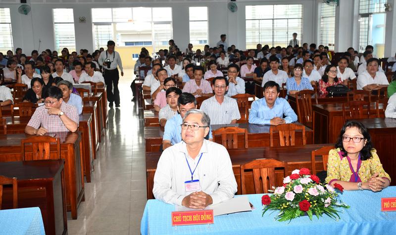 Các đại biểu và thí sinh tham dự lễ khai giảng kỳ thi.