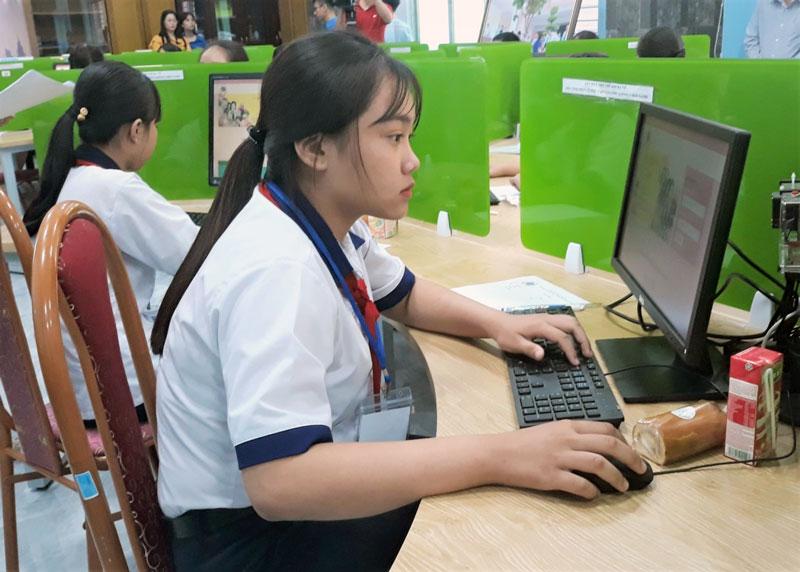 Em Nguyễn Châu Phương Trinh thí sinh duy nhất của tỉnh tham gia vòng thi này.
