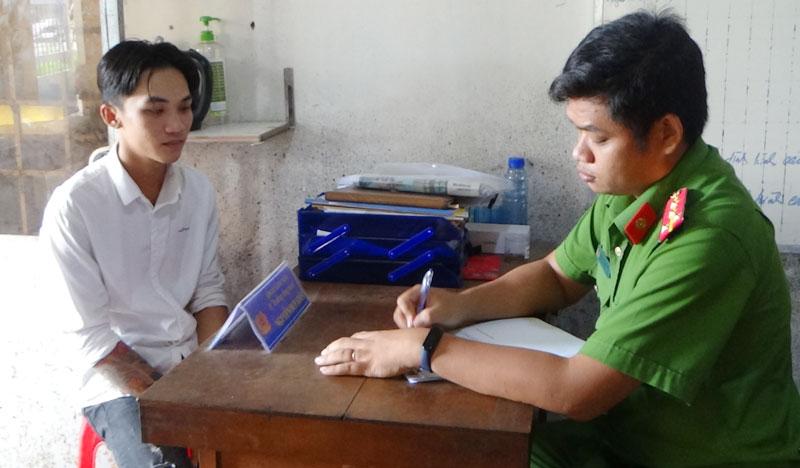 Đối tượng Nguyễn Tiền Giang tại cơ quan điều tra.