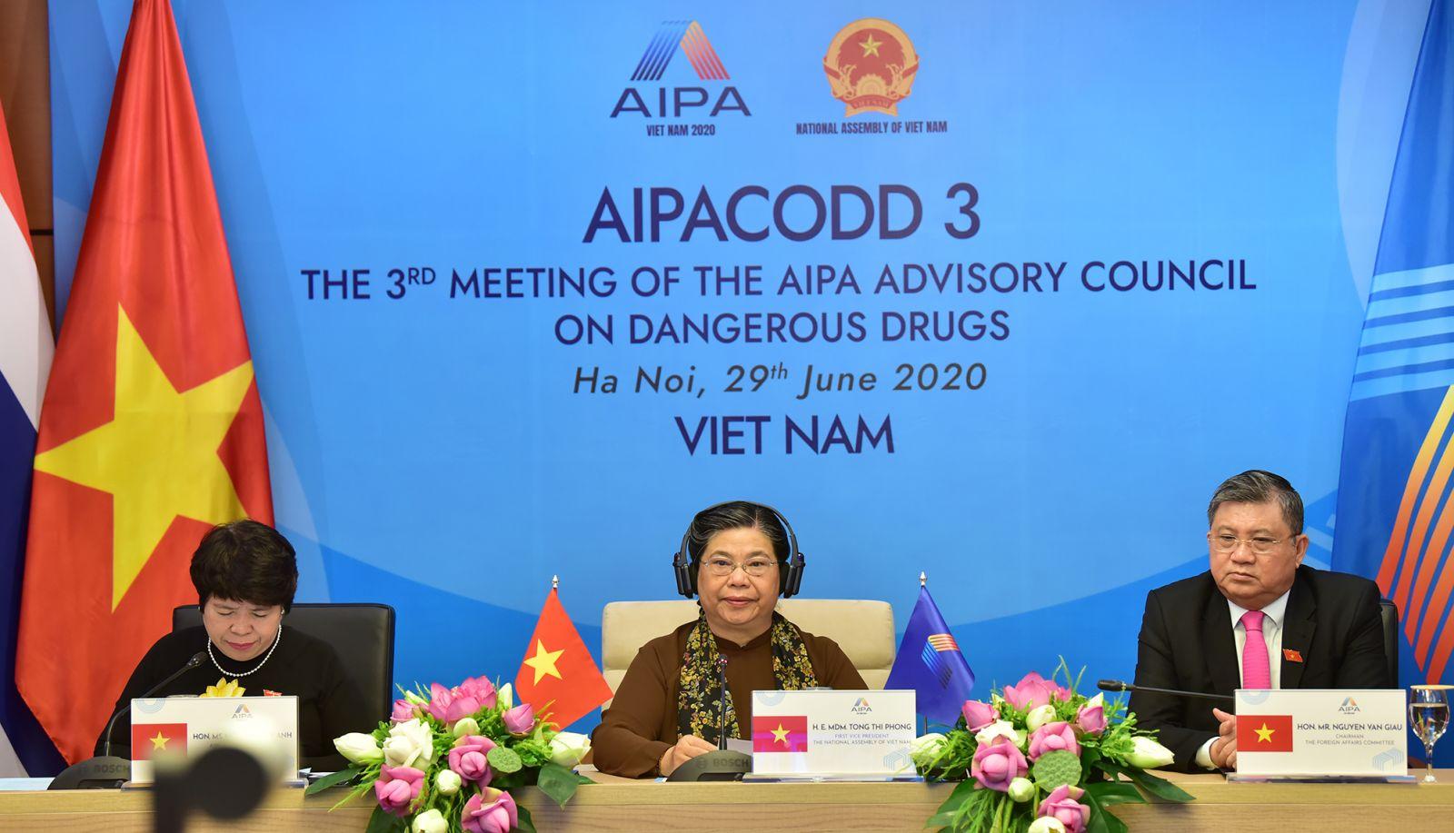 Phó chủ tịch Thường trực Quốc hội Việt Nam Tòng Thị Phóng phát biểu khai mạc Hội nghị AIPACODD 3. Ảnh: Hoàng Giang