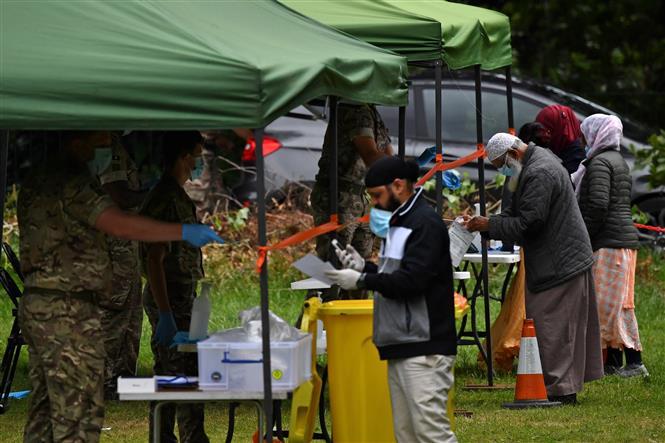 Một điểm xét nghiệm COVID-19 dã chiến tại Leicester, Anh, ngày 29-6-20200. Ảnh: AFP/ TTXVN