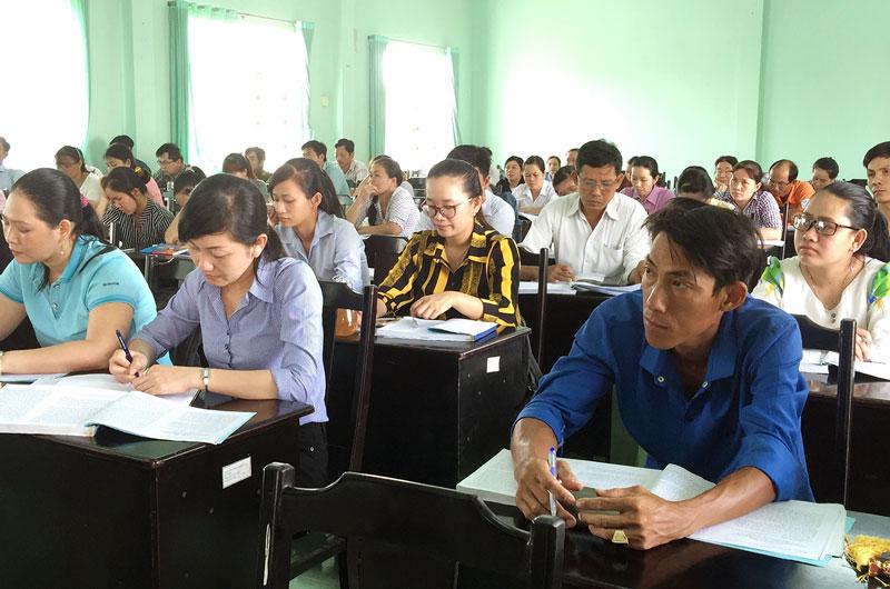 Các học viên tham gia lớp tập huấn. Ảnh: Trúc Lan