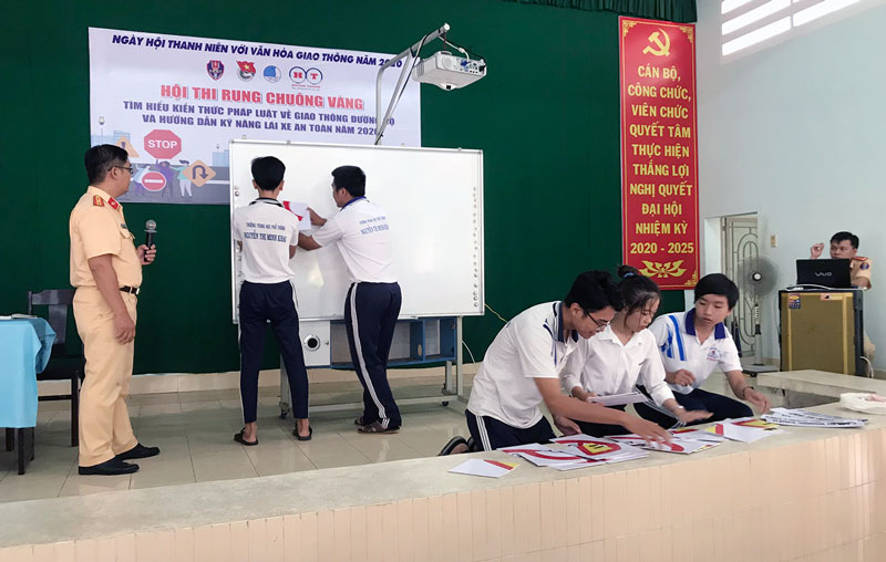 Phòng Cảnh sát giao thông tuyên truyền Luật Giao thông đường bộ cho học sinh trên địa bàn tỉnh.