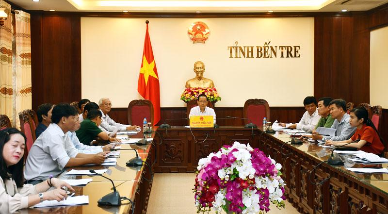 Phó chủ tịch UBND tỉnh Nguyễn Trúc Sơn và các đại biểu dự tại điểm cầu Bến Tre.