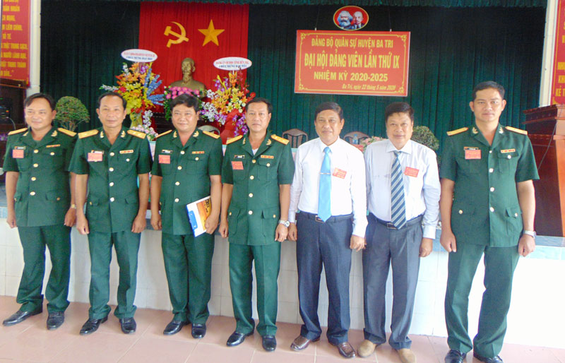 Ban Chấp hành Đảng bộ Quân sự huyện Ba Tri nhiệm kỳ 2020 - 2025. Ảnh: Văn Tâm