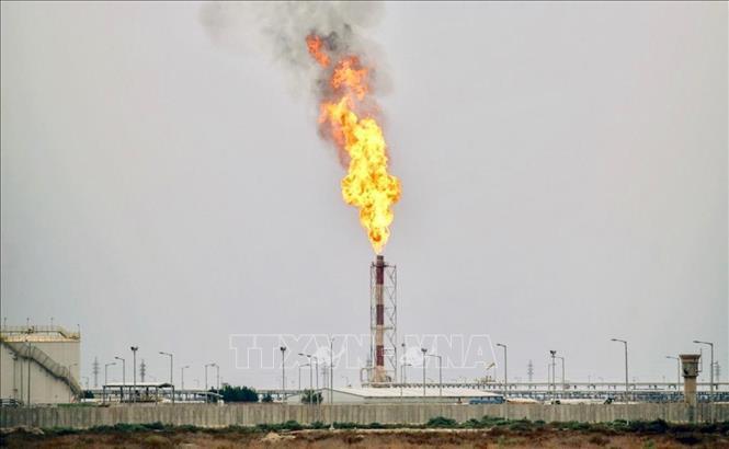 Một mỏ dầu ở thị trấn Nassiriya, miền Nam Iraq. Ảnh tư liệu: AFP/TTXVN