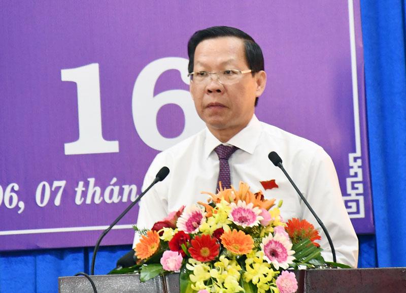Chủ tịch HĐND tỉnh Phan Văn Mãi phát biểu khai mạc kỳ họp.