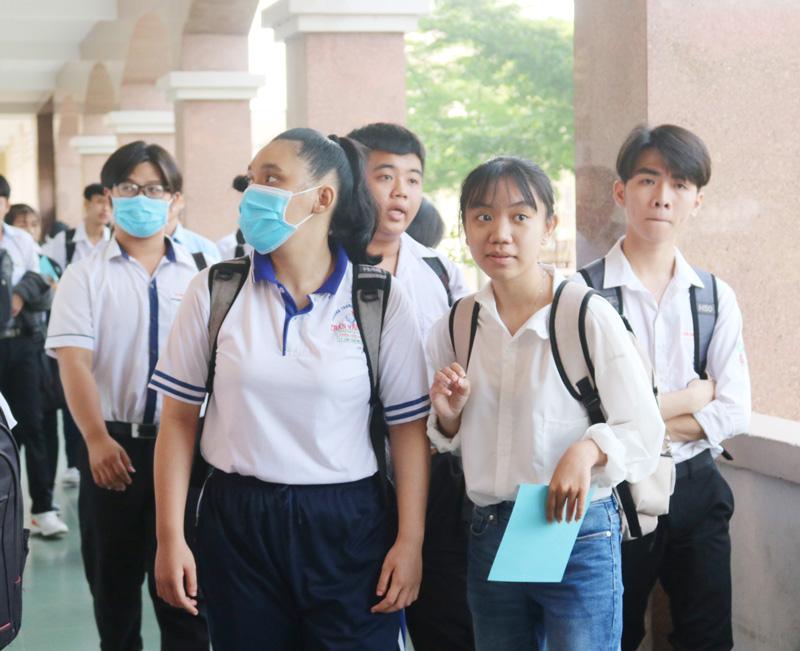 Học sinh lớp 12 tại Kỳ thi chọn học sinh giỏi lớp 12 cấp tỉnh năm học 2019-2020. Ảnh: Phan Hân