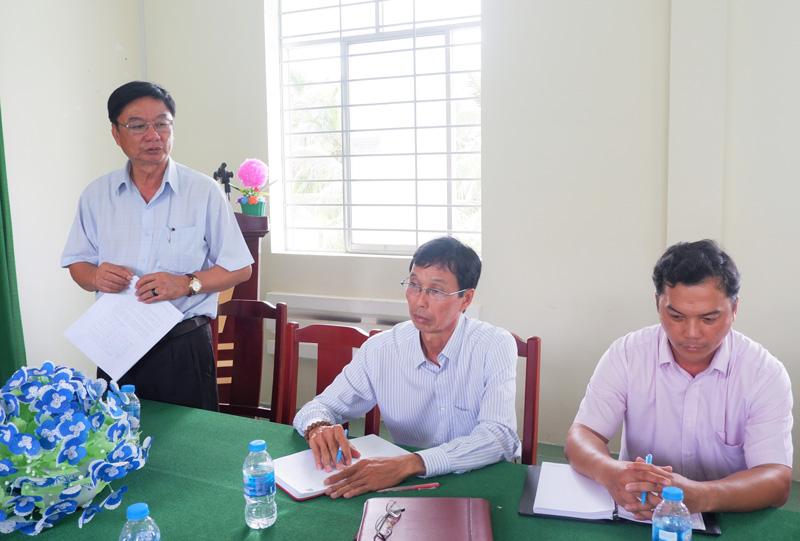 Bí thư Huyện ủy Lê Văn Khê phát biểu.