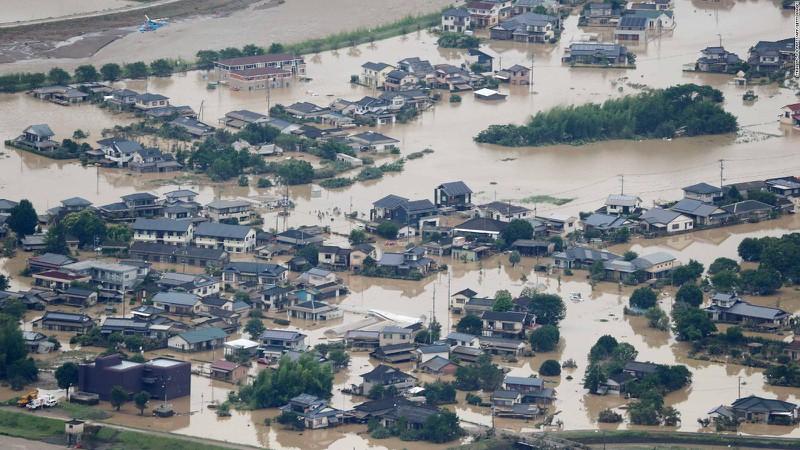 Mưa lớn gây ngập lụt nhiều vùng của Nhật Bản (Ảnh: CNN)