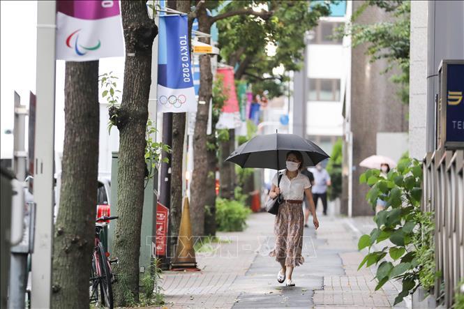 Người dân đeo khẩu trang phòng lây nhiễm COVID-19 tại Tokyo, Nhật Bản, ngày 3/7. Ảnh: THX/TTXVN