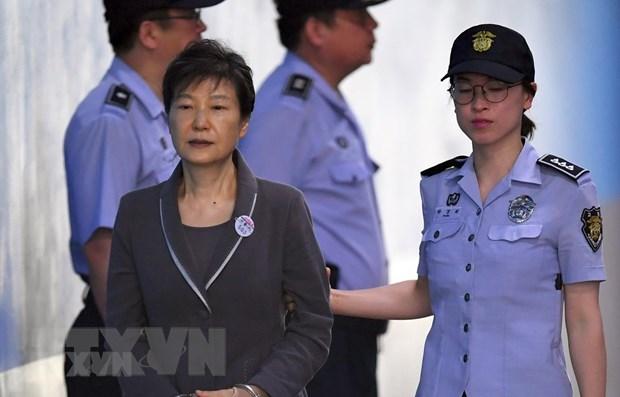 Cựu Tổng thống Hàn Quốc Park Geun-hye tới tòa án quận trung tâm ở Seoul ngày 7-8-2017. (Ảnh: AFP/TTXVN)