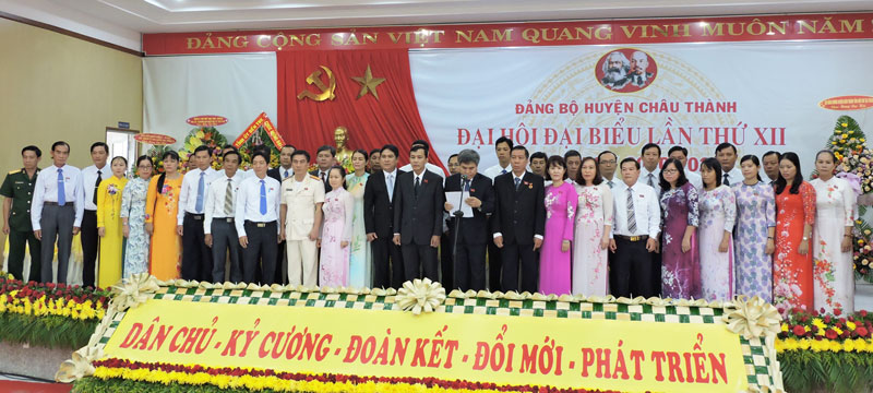 Ban Chấp hành Đảng bộ huyện Châu Thành nhiệm kỳ 2020 - 2025 ra mắt trước Đại hội.