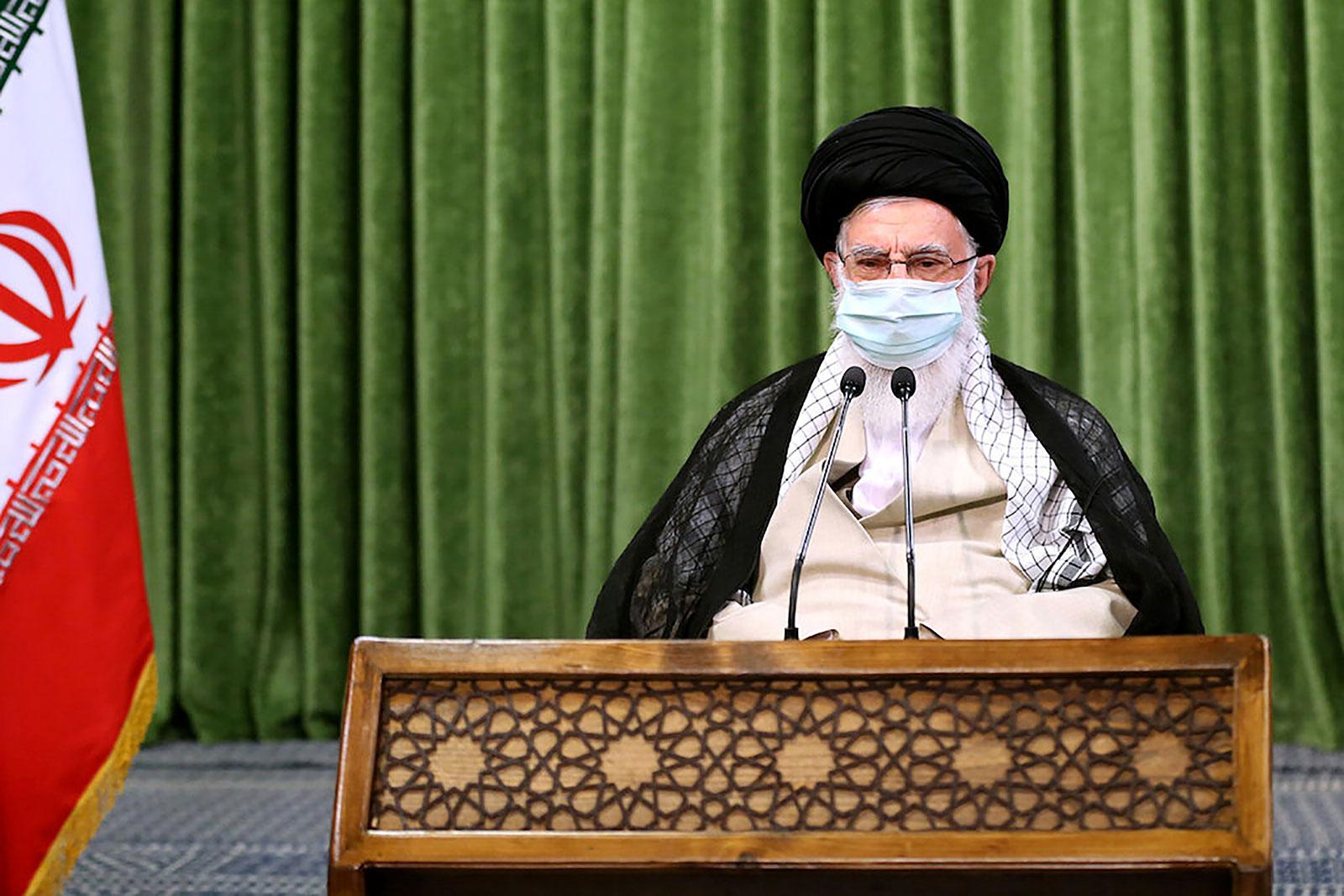 Lãnh tụ Tối cao Iran Ayatollah Ali Khamenei họp trực tuyến với Quốc hội ngày 12-7-2020, kêu gọi người dân hợp tác chống dịch COVID-19. Ảnh: Reuters