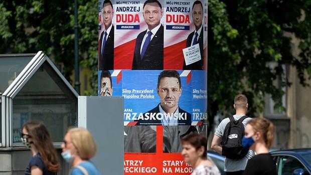 Vòng hai bầu cử tổng thống Ba Lan nhiều khả năng sẽ có kết quả sít sao. Ảnh: AFP/Getty