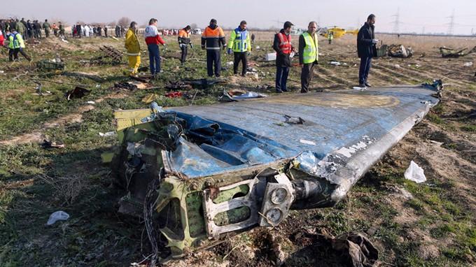 Mảnh vỡ máy bay Boeing 737-800 tại hiện trường tai nạn ở ngoại ô Tehran ngày 8-1-2020. Ảnh: AFP