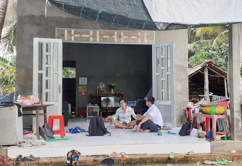 Hộ anh Trần Văn Tràng - Tổ nhân dân tự quản số 13, ấp Phú Mỹ được hỗ trợ vốn mua ve chai và thoát nghèo bền vững.