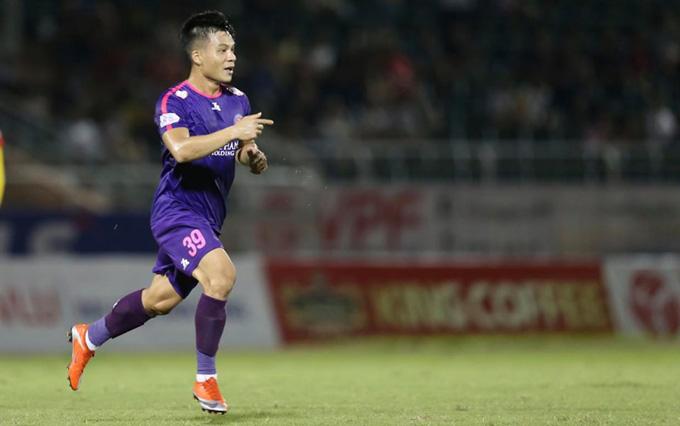 Huỳnh Tấn Tài có một pha ghi bàn tuyệt đẹp nâng tỷ số lên 2-0