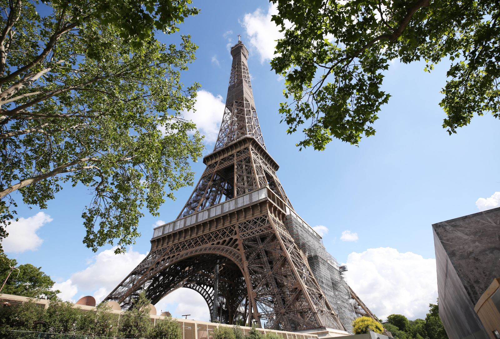 Tháp Eiffel tại thủ đô Paris, Pháp ngày 18-6-2020. Ảnh: THX/ TTXVN