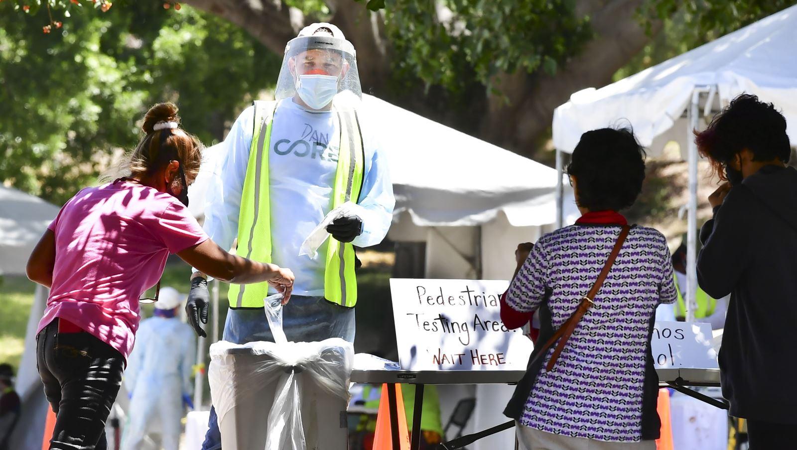 Một điểm xét nghiệm COVID-19 tại Los Angeles, bang California, Mỹ ngày 30-6-2020. Ảnh: AFP/TTXVN