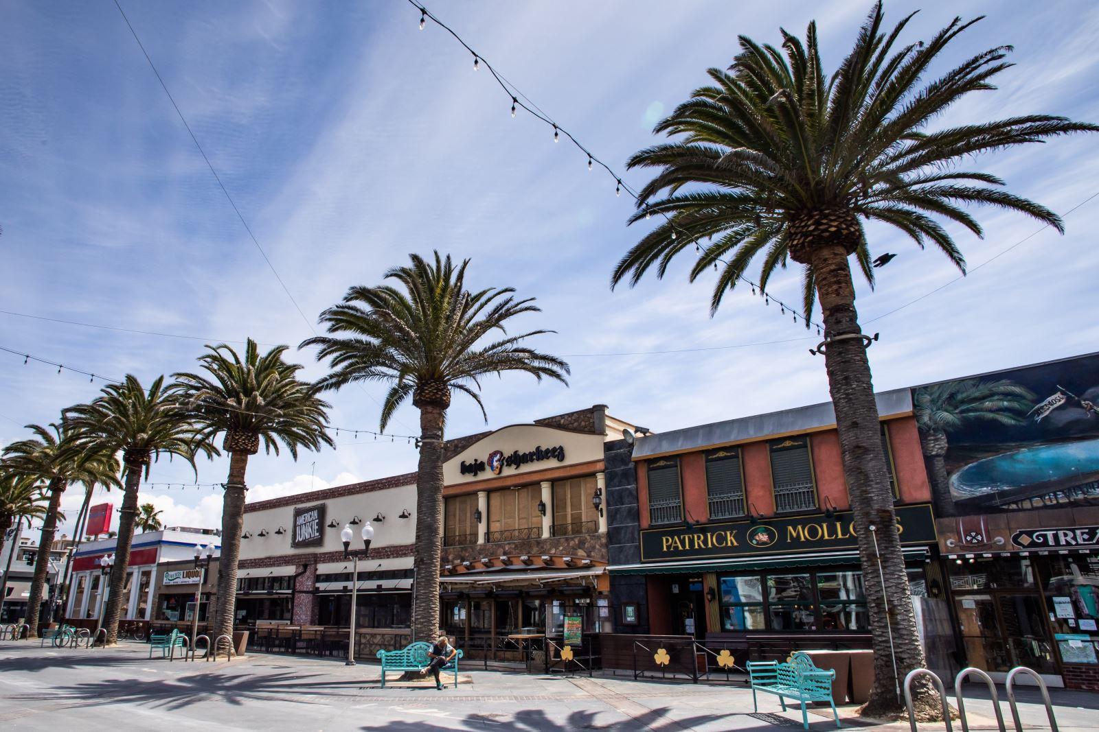 Các nhà hàng và quán bar đóng cửa do dịch COVID-19 tại Los Angeles, bang California, Mỹ ngày 21-3-2020. Ảnh: AFP/TTXVN