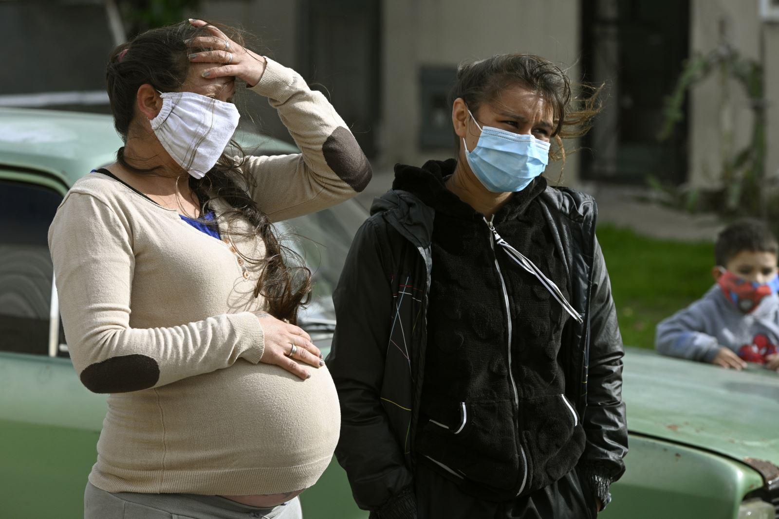 Một phụ nữ mang thai đeo khẩu trang phòng lây nhiễm COVID-19 tại Buenos Aires , Argentina,ngày 25-3-2020. Ảnh: AFP/TTXVN