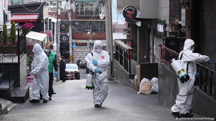 Nhật Bản và Hàn Quốc liên tiếp ghi nhận số ca Covid-19 mới gia tăng, đặc biệt phát hiện những ổ dịch mới nguy hiểm. Ảnh: Yonhap