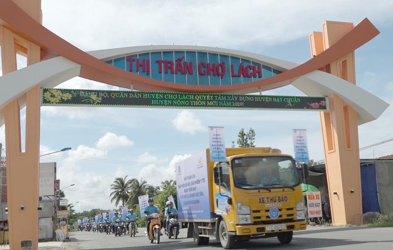 Diễu hành tuyên truyền lưu động vận động người dân tham gia BHXH, BHYT. Ảnh: Việt Cường.