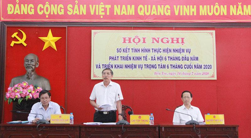 Chủ tịch UBND tỉnh Cao Văn Trọng phát biểu kết luận hội nghị.