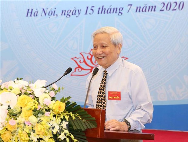 Nhà báo Hà Đăng, nguyên Trưởng Ban Tư tưởng-Văn hóa Trung ương, nguyên Tổng Biên tập Báo Nhân dân, trình bày tham luận. Ảnh: Phương Hoa/TTXVN