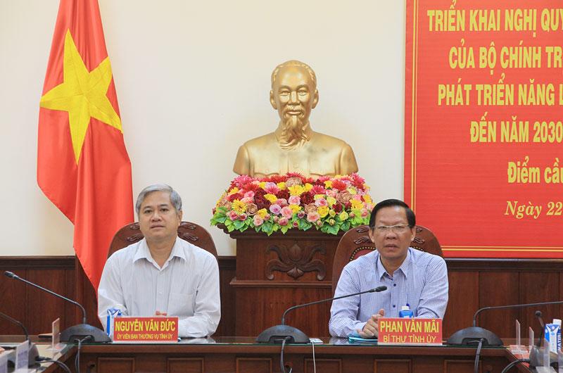Bí thư Tỉnh ủy Phan Văn Mãi, Phó Chủ tịch UBND tỉnh Nguyễn Văn Đức chủ trì điểm cầu tỉnh.