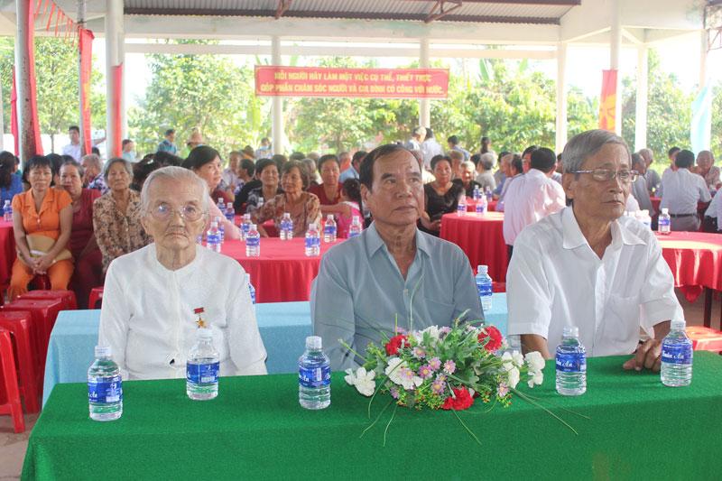 Đại biểu tham dự lễ kỷ niệm 73 năm Ngày thương binh liệt sĩ (27-7-1947 - 27-7-2020) tại xã Phú Đức.