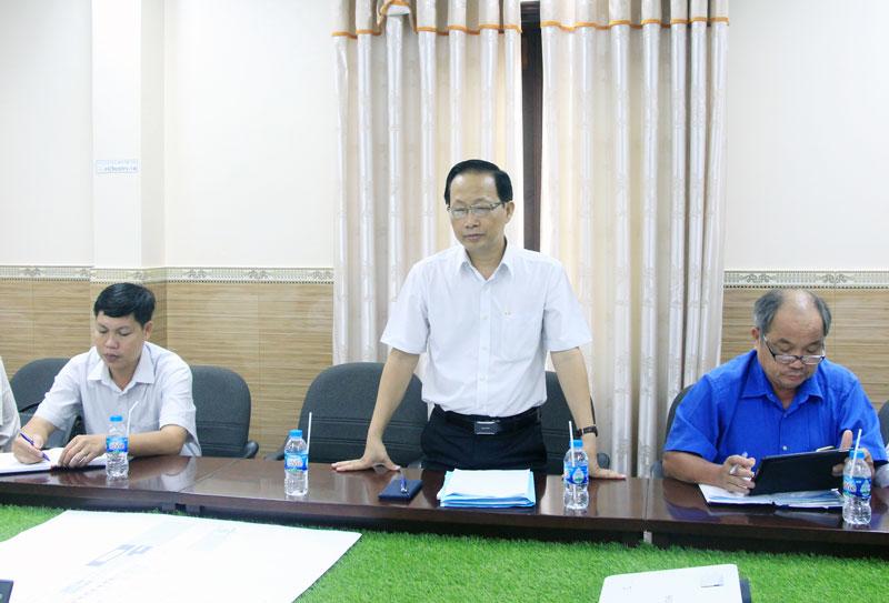 Phó chủ tịch UBND tỉnh Nguyễn Trúc Sơn đánh giá cao ý tưởng dự án.