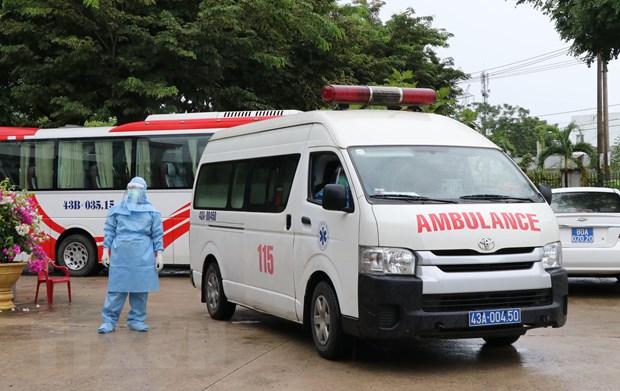Xe cấp cứu chở bệnh nhân vào bệnh viện dã chiến tại Đà Nẵng. Ảnh: Quốc Dũng/TTXVN