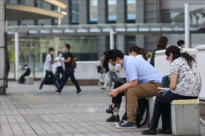 Người dân đeo khẩu trang phòng lây nhiễm COVID-19 tại Tokyo, Nhật Bản, ngày 31-7-2020. Ảnh: THX/TTXVN