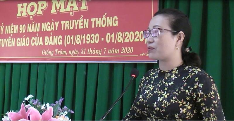 Bà Nguyễn Trúc Hạnh phát biểu tại buổi họp mặt