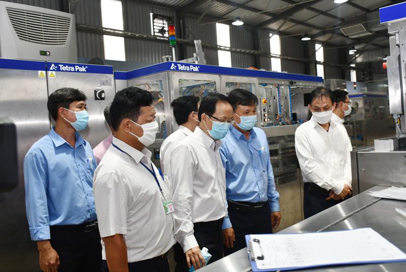 Khảo sát dây chuyền sản xuất tại Nhà máy chế biến dừa Lương Quới