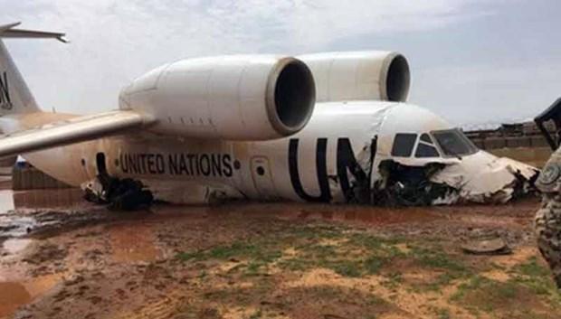 Sự cố khiến phần đầu máy bay bị hư hỏng nặng. Nguồn: Fille