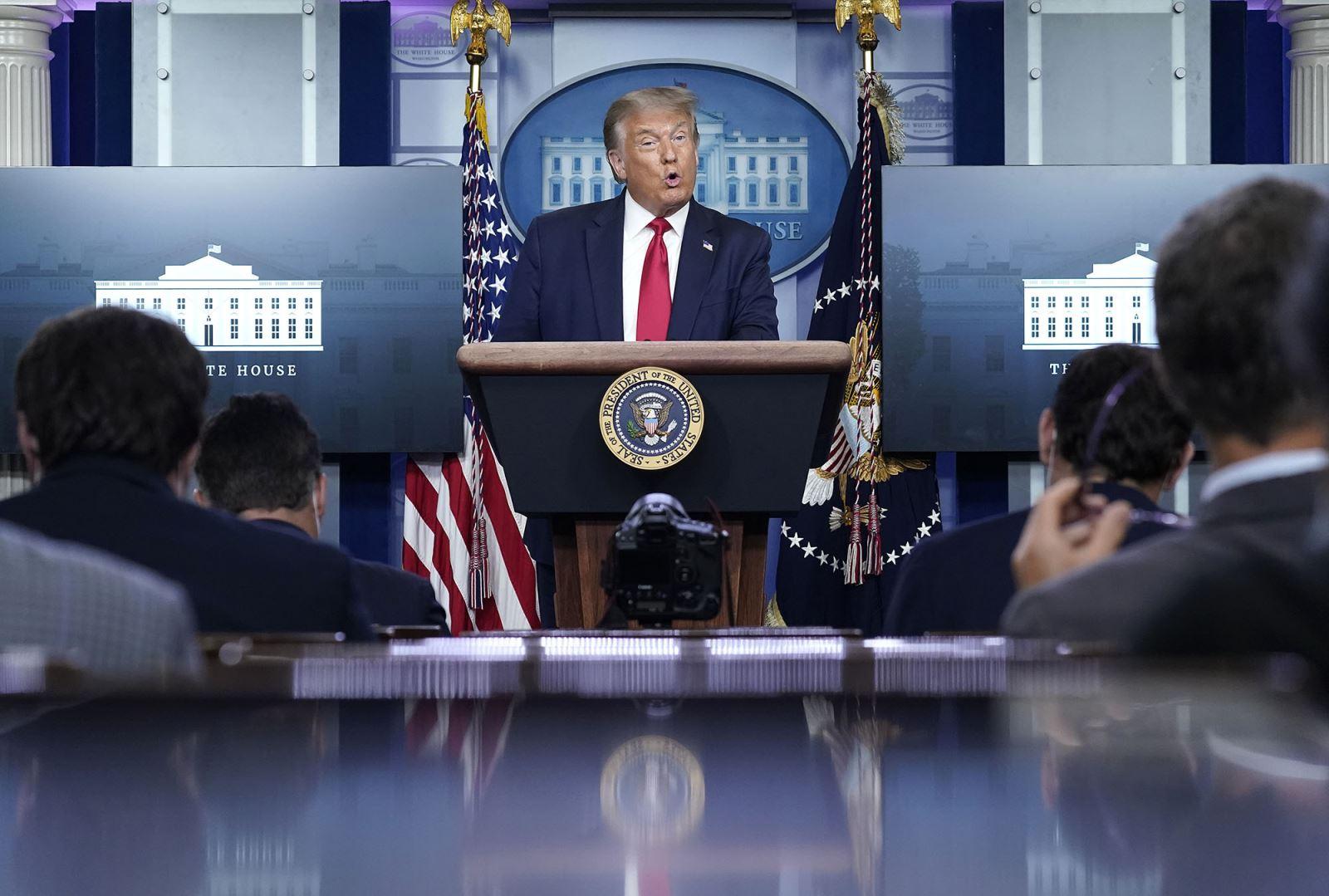 Tổng thống Donald Trump trong cuộc họp báo hàng ngày vào 3-8-2020 tại Washington D.C. Ảnh: Getty Images