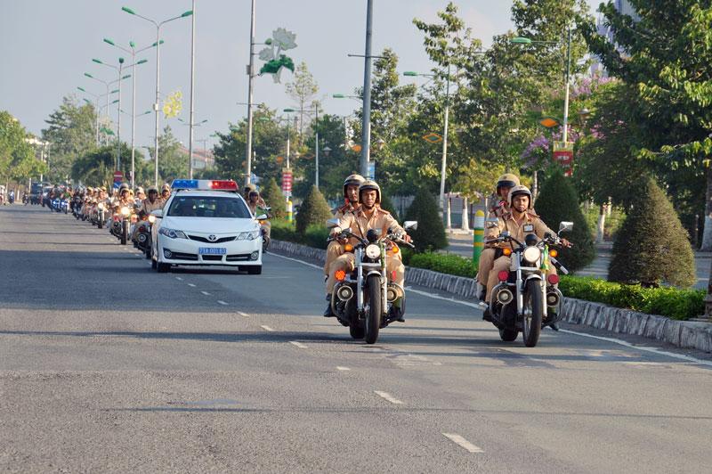 Ra quân cao điểm đảm bảo trật tự an toàn giao thông năm 2020. Ảnh: Q.Duy