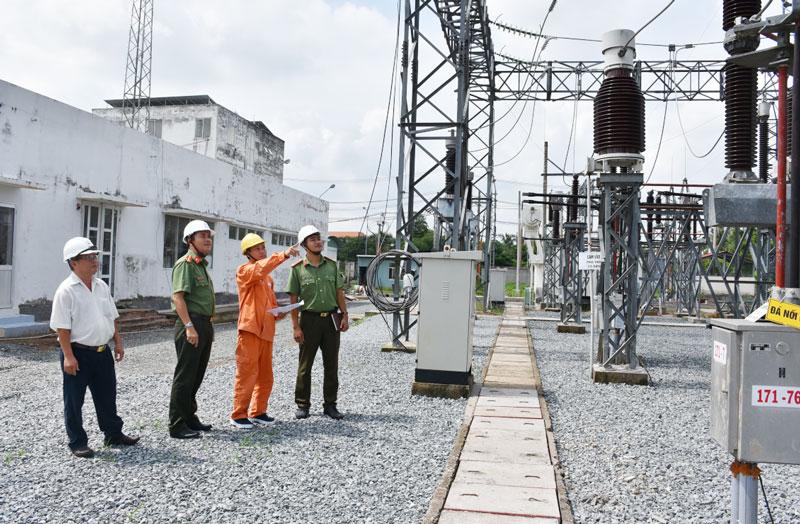 Lực lượng Công an tỉnh phối hợp đảm bảo an ninh năng lượng. Ảnh: Q. Duy