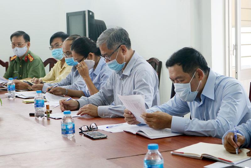 Phó chủ tịch Thường trực UBND tỉnh Nguyễn Văn Đức làm trưởng đoàn kiểm tra tại phường Phú Tân.