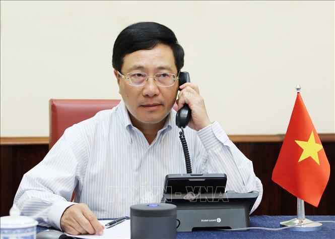 Phó thủ tướng, Bộ trưởng Bộ Ngoại giao Phạm Bình Minh điện đàm với Ngoại trưởng Mỹ Mike Pompeo. Ảnh: Lâm Khánh/TTXVN
