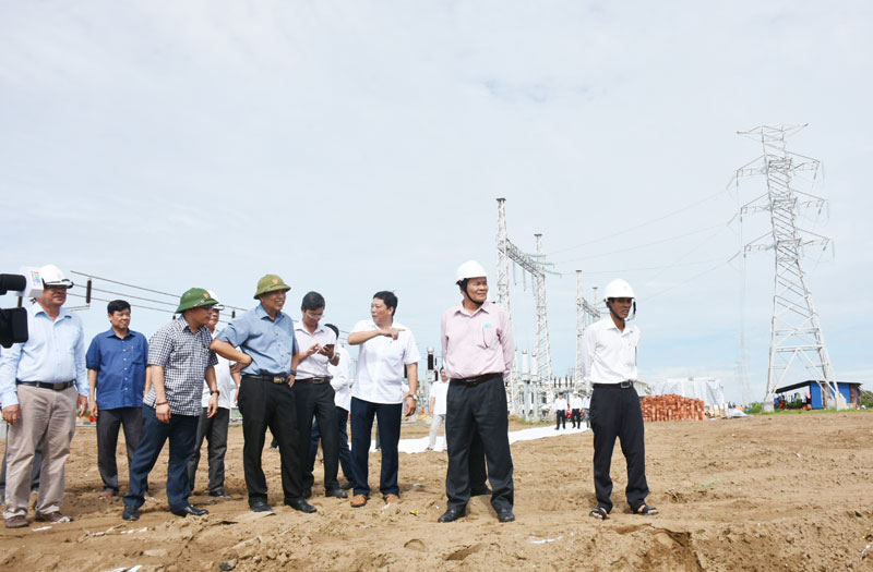 Đoàn khảo sát thực tế tiến độ xây dựng nhà máy điện gió số 5.